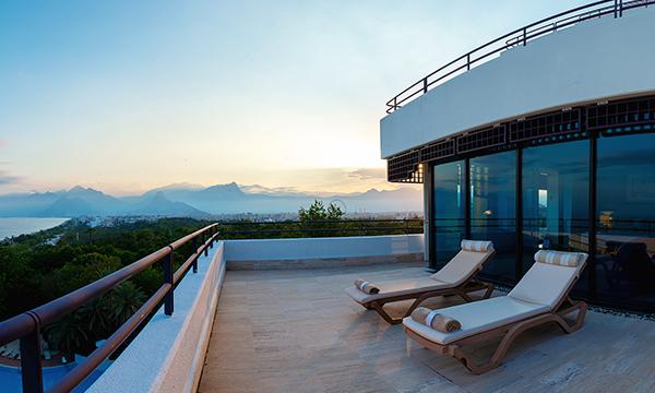 Deluxe Terrace Suite